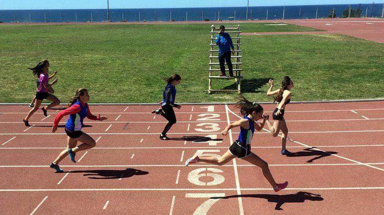 El sábado se realizará una nueva competencia atlética en la pista de solado sintético.