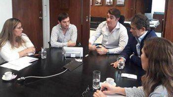 La concejal Liliana Andrade –izquierda- fue recibida por el director de Vialidad Nacional, Javier Iguacel, y uno de sus colaboradores inmediatos, Lucas Logado.