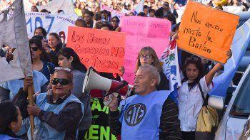En las calles céntricas, los estatales hicieron sentir sus demandas.