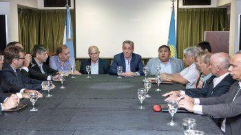 En la Casa del Chubut en Buenos Aires, el gobernador Mariano Arcioni se reunió ayer con representantes de compañías y gremios petroleros.