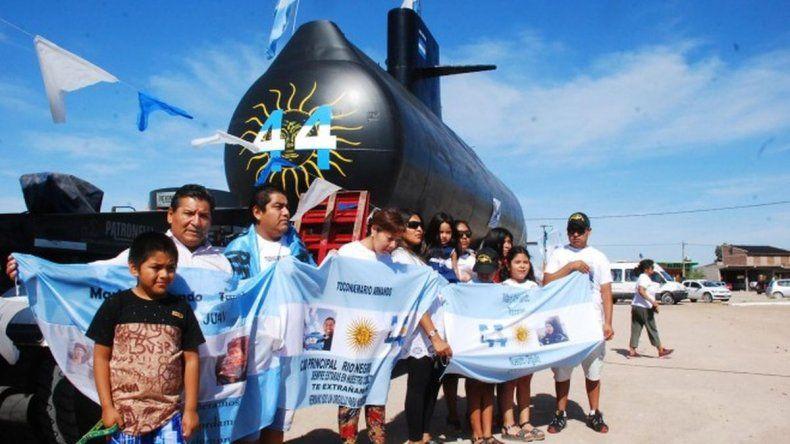 La réplica del submarino parte de Sierra Grande