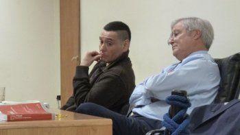 Nelson Aguilante junto a su abogado defensor Esteban Mantecón.