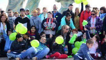 Niños y jóvenes de escuelas especiales y otras instituciones, acompañados por autoridades municipales y provinciales, celebraron ayer el Día Mundial del Síndrome de Down.