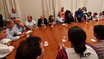 Arcioni abrió una mesa de diálogo con los representantes de estatales