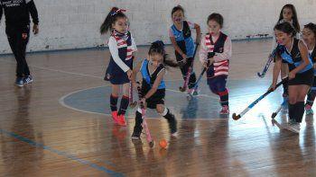 el minihockey realiza el primer encuentro del ano