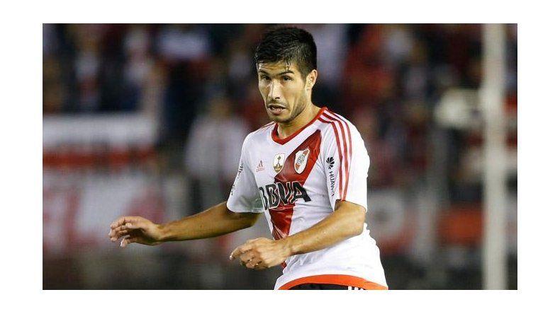 Luciano Lollo reaparecerá esta noche en el fondo de River Plate.