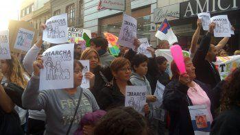 Centenares de personas marcharon por las calles céntricas para rechazar la legalización del aborto.