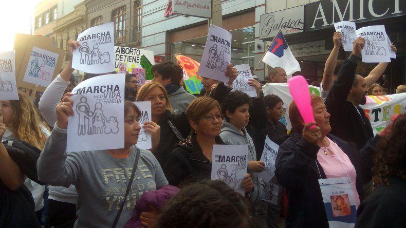 Más de 400 personas marcharon para manifestarse contra el aborto