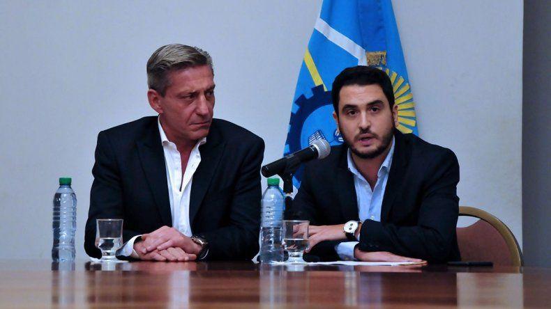 La conferencia de Diego Martínez Zapata que brindó anoche junto al gobernador.