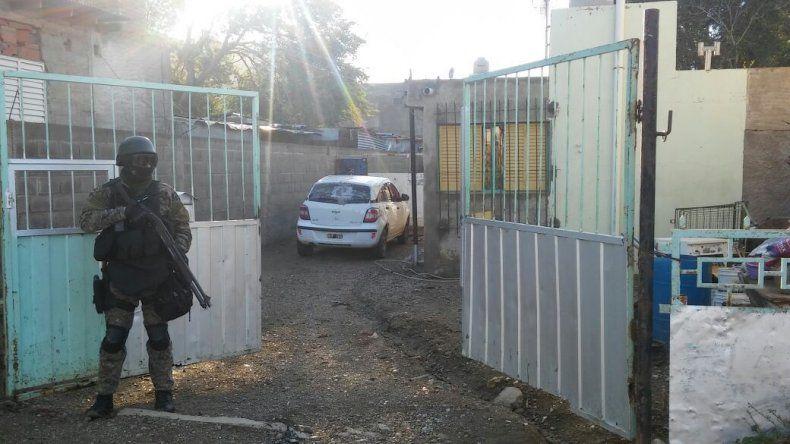 Allanaron cinco viviendas por el brutal asalto a una mujer