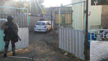 Los asaltantes de la calle Clarín fueron identificados y se les secuestró uno de los vehículos que habrían utilizado para escapar.