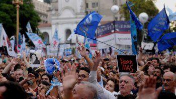 La multitud que se congregó ayer en Buenos Aires para repudiar los 42 años del golpe cívico-militar.