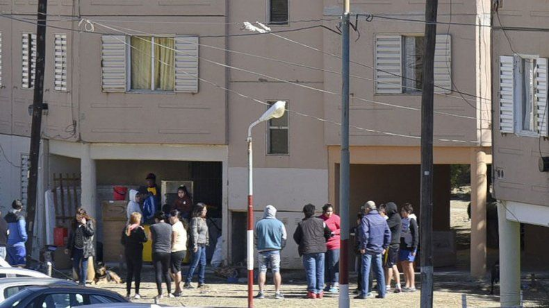 Los vecinos se movilizaron ante el conflicto por la recuperación de un departamento sin orden judicial.