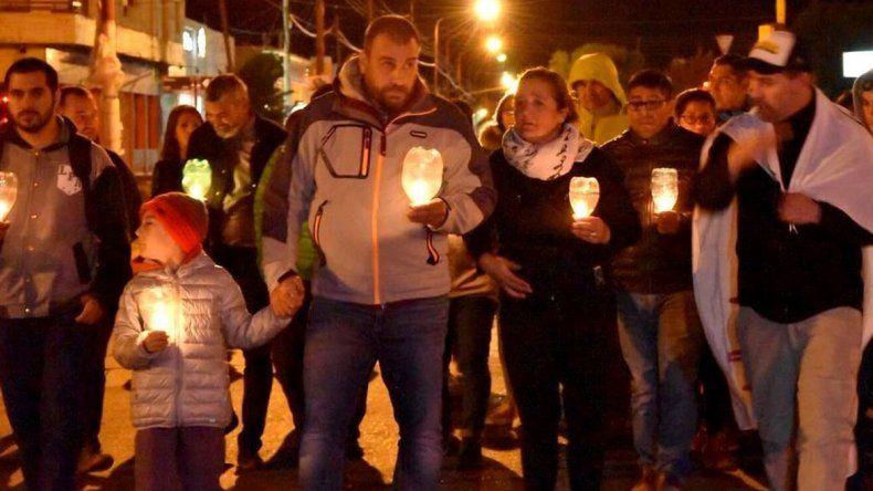 En la noche del viernes hubo una marcha de antorchas organizada por la municipalidad