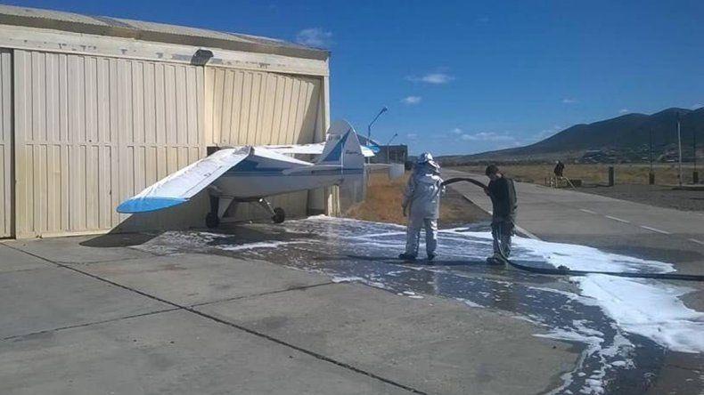 Una avioneta se incrustó contra un hangar del aeropuerto tras repostar combustible