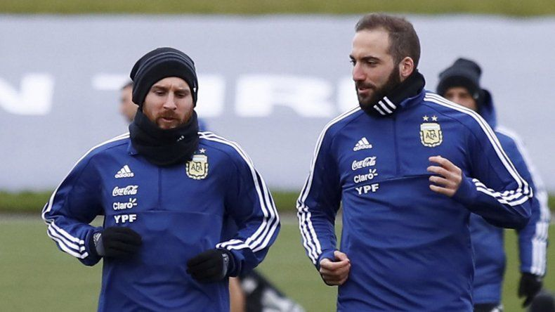 Lionel Messi entrenando junto a Gonzalo Higuaín.