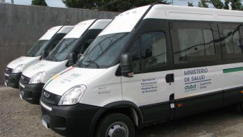 Salud adquirió tres minibuses adaptados para el transporte de personas con discapacidad