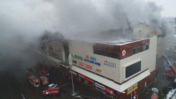Trágico incendio en un shopping de Rusia: al menos 53 muertos