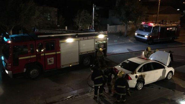 Otra vez, prendieron fuego un auto en Rada Tilly
