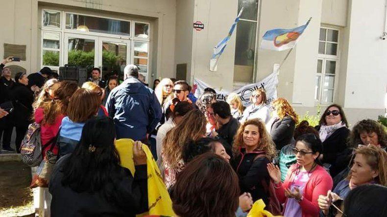 Los estatales de Comodoro fueron recibidos por el intendente Carlos Linares