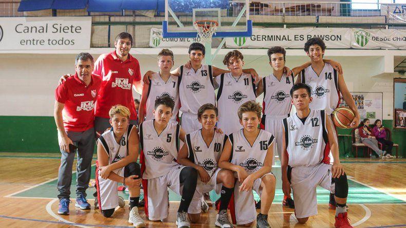 Los chicos del club San Martín de Esquel que participan en la Liga Provincial de básquetbol.