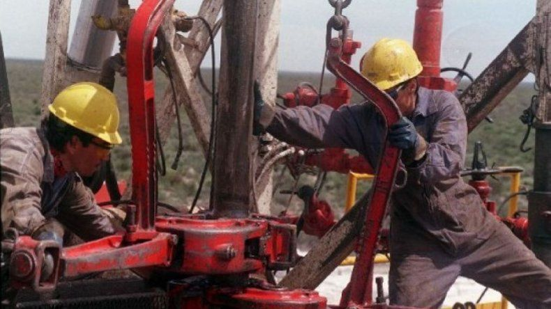 Petroleros neuquinos negocian incremento salarial del 15%