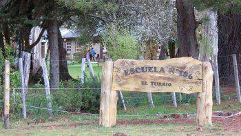 Alumnos y exalumnos del paraje El Turbio pelean para que su escuela no desaparezca