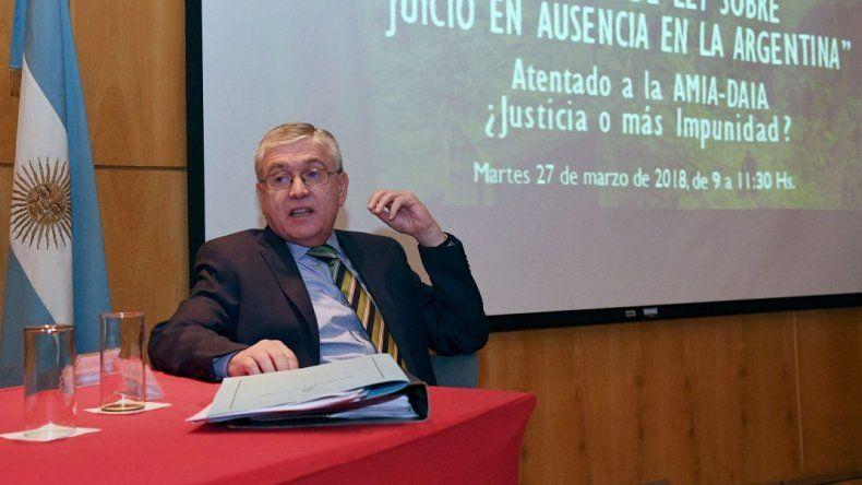 Respaldo al proyecto de juicio  en ausencia del senador Pais