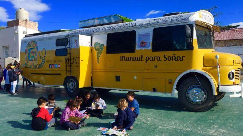 Dos docentes españoles leerán en la Escuela 83
