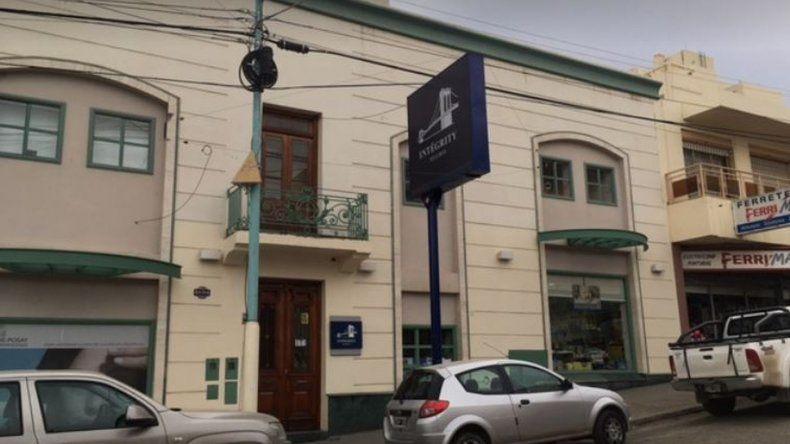 Dos adolescentes intentaron robar en una agencia de seguros