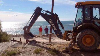 Clausuran fosa clandestina con la que tiraban deshechos petroleros al mar en Caleta Córdova