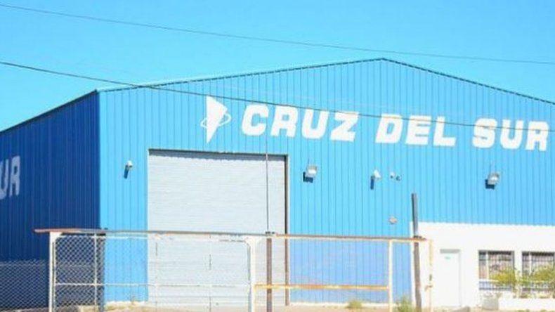 Vestidos como petroleros robaron una sucursal de Cruz del Sur