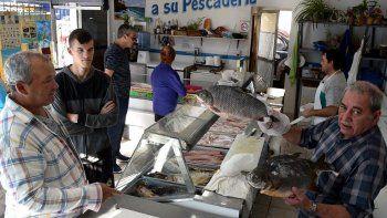 Las pescaderías de Caleta Olivia tienen una gran afluencia de clientes, entre ellas la denominada Don Pepe. En esta Semana Santa se incrementaron las ventas de productos de mar, ríos y lagos.