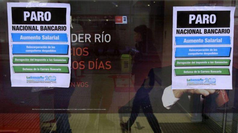 Los empleados bancarios anuncian un paro para el viernes 6 de abril.
