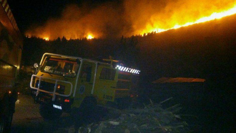 Brigadistas controlaron incendio en Valle Chico