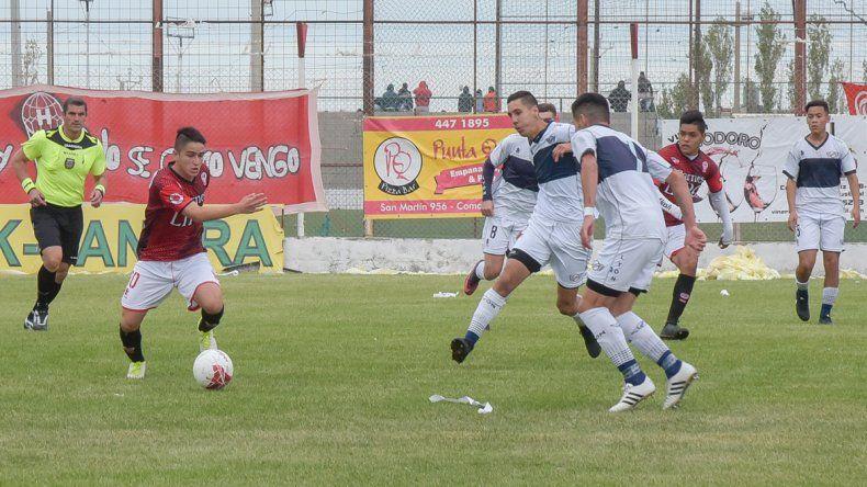 Huracán viene de caer en el clásico ante Jorge Newbery y esta tarde irá por la recuperación cuando visite a Deportivo Roca.