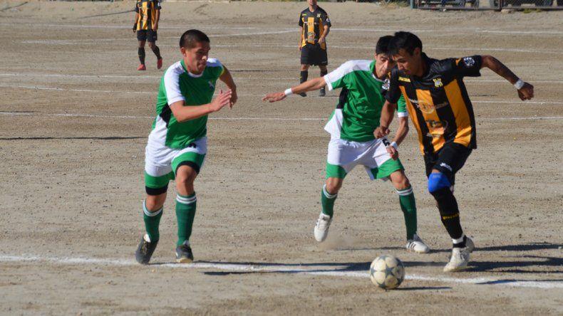 Laprida y Rada Tilly no pudieron vencerse en la tarde de ayer y de esa manera se mantienen como líderes en el fútbol de ascenso local.