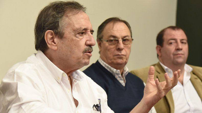 Ricardo Luis Alfonsín durante la conferencia que brindó ayer por la mañana en un hotel céntrico.