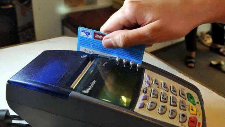 Todos los comercios deberán aceptar pagos con tarjeta de débito