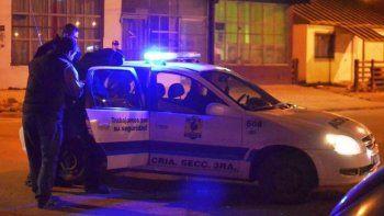 Policía en estado de ebriedad les disparó 16 tiros a sus camaradas