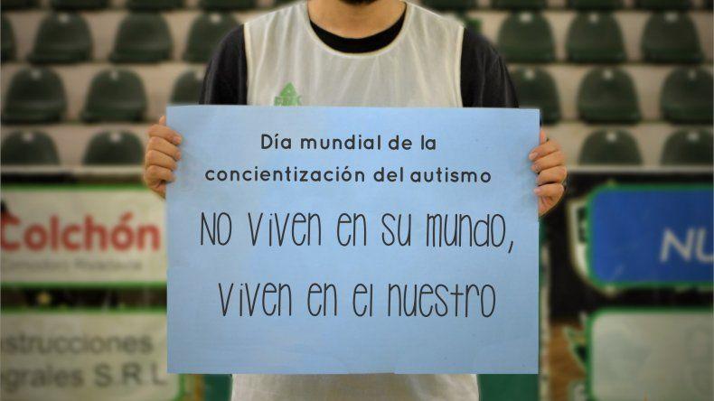 El capitán Diego Romero con una de las imágenes que se difundieron en las cuentas oficiales de las redes sociales de Gimnasia.