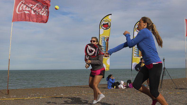 El primer torneo de  beach tenis en Playa Unión  tuvo gran convocatoria