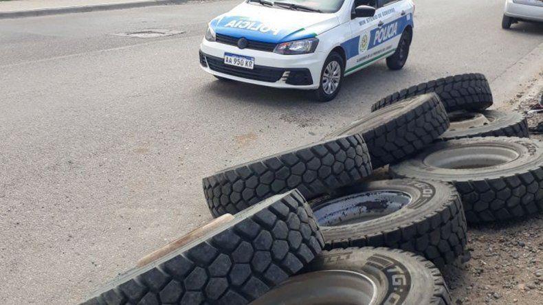 Los neumáticos que habían sido robados en la empresa de la Ruta 26.