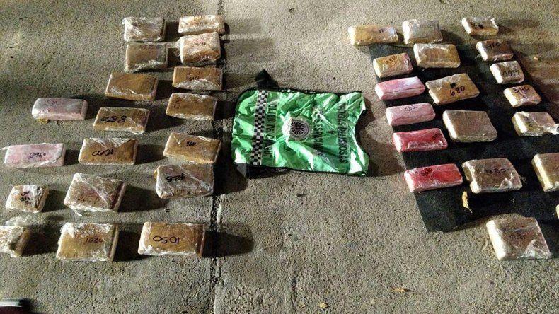 Parte de la sustancia incautada ayer por la Policía de Chubut en el marco del operativo Tío del Norte.