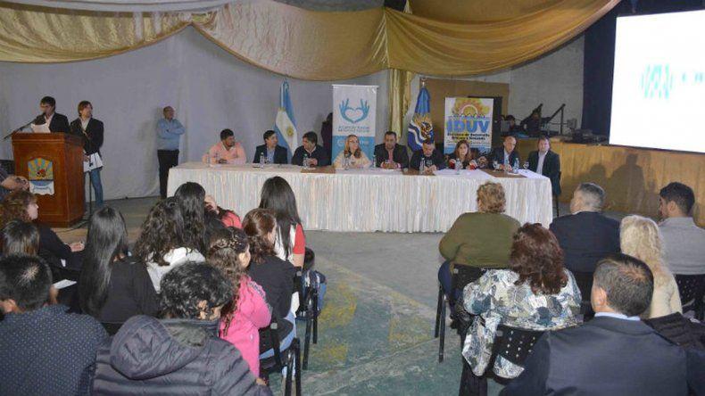 La gobernadora Alicia Kirchner entregó 39 viviendas en Los Antiguos