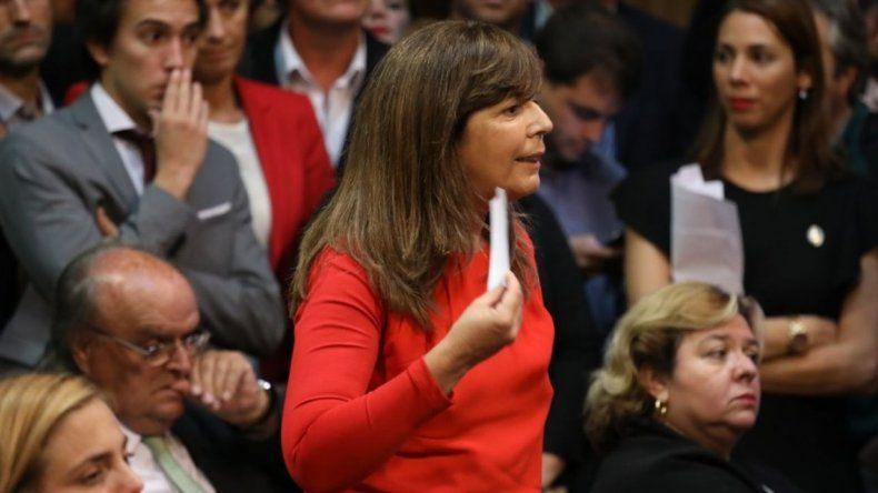 Luis Caputo le mandó un papelito a Gabriela Cerruti
