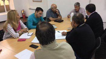 La reunión que concejales mantuvieron ayer con el secretario municipal de Salud.