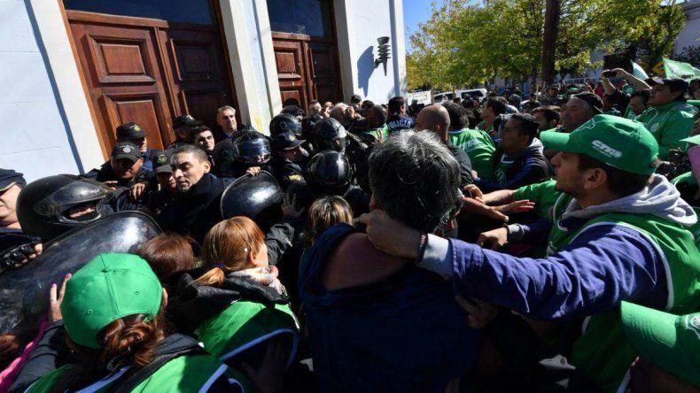 Redes sociales y medios nacionales se hicieron eco de la muerte del policía