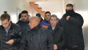 El concejal Samir Seidán-izquierda- llegó y se retiró ayer del recinto parlamentario fuertemente custodiado por personal de civil de Gendarmería Nacional.