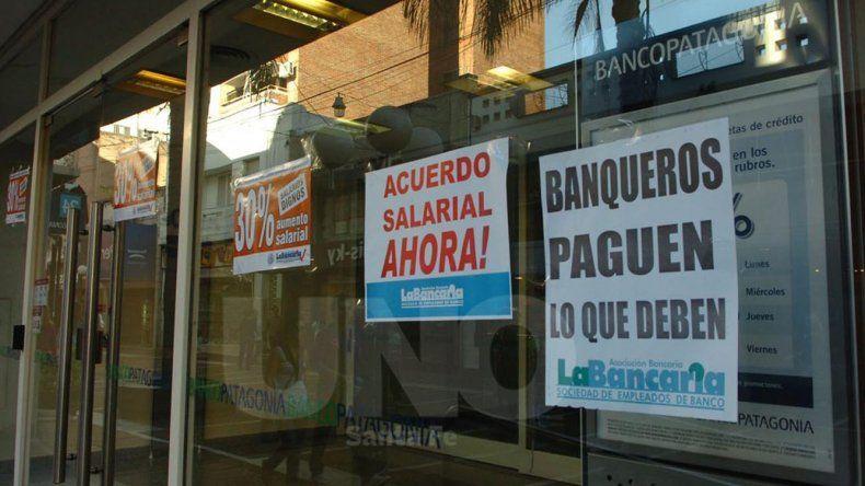 Hoy los bancos no atenderán al público en todo el país.